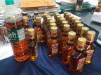 महंगे ब्रांडेड की बोतलों में सस्ती शराब और पानी मिलाते, मैन्यूफेक्चर कर बाजार में बेचते थे; 15 लाख की शराब जब्त, दुकान सील|अजमेर,Ajmer - Dainik Bhaskar