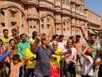ठाकुर जी के ढोक लगाकर होली खेलने निकले लोग, रंगों से सरोबार नजर आया गुलाबी नगरी का माहौल|जयपुर,Jaipur - Dainik Bhaskar