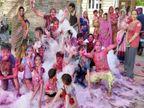 रंगों की बौछार के बीच होली का त्योहार; बच्चों में ज्यादा क्रेज, सुबह से ही खेलने लगे रंग, एक दूसरे को दी बधाई|अजमेर,Ajmer - Dainik Bhaskar