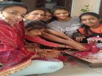 लड्डू गोपाल को चढ़ाई गुलाल और फिर नाचते गाते हुए घरों में परिवार के साथ मनाई होली, नई दुल्हन के साथ होली खेलने ससुराल से आते है लोग|सीकर,Sikar - Dainik Bhaskar