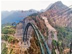 चिनाब नदी पर बन रहे दुनिया के सबसे ऊंचे रेलवे पुल का आर्क पूरा|देश,National - Dainik Bhaskar