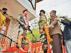 एक साल प्रशासन के चक्कर काटे, मदद नहीं मिली तो परिवार ने घर में खुद लगाई शहीद बेटे की प्रतिमा|देश,National - Dainik Bhaskar