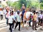 कांग्रेसी प्रत्याशी तनसुख ने दूल्हा बन मतदाताओं को लुभाने के लिए निकाली बिंदोली, वहीं बीजेपी प्रत्याशी दीप्ति माहेश्वरी ने भरा पानी|उदयपुर,Udaipur - Dainik Bhaskar