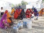 गांव में टंकियां हैं, लेकिन खाली पड़ी रहती हैं, इसलिए चिलचिलाती धूप में लंबा सफर तय कर कुएं से भरा जाता है पानी|अजमेर,Ajmer - Dainik Bhaskar