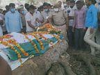 चार मंजिला इमारत से गिरने से हुई जवान की मौत, पैतृक गांव में राजकीय सम्मान के साथ हुआ अंतिम संस्कार|झुंझुनूं,Jhunjhunu - Dainik Bhaskar