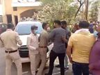 BJP मंडल अध्यक्ष की मौत से गुस्साए कार्यकर्ताओं ने पुलिस से झूमाझटकी की, हाॅस्पिटल प्रभारी को मारने दौड़े, लात मारकर तोड़ा दरवाजा|उज्जैन,Ujjain - Dainik Bhaskar
