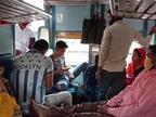 रतलाम रेल मंडल से गुजरने वाली ट्रेनों में यात्रा कर रहे क्षमता से अधिक यात्री, बांद्रा देहरादून स्पेशल ट्रेन में घर वापसी करने वाले यात्रियों की भीड़|रतलाम,Ratlam - Dainik Bhaskar