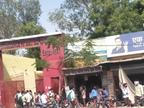 60 घंटे के बाद खुले बाजार, खरीदारी के लिए उमड़ी ग्राहकों की भीड़, दो गज की दूरी का नहीं हुआ पालन, प्रशासन की चेतावनी बेअसर|भिंड,Bhind - Dainik Bhaskar