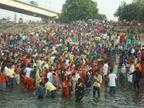 देखिए, तस्वीरें...एक तरफ कोरोना से मौतों की गति नियंत्रण से बाहर, दूसरी तरफ छठ घाटों पर ऐसी भीड़|बिहार,Bihar - Dainik Bhaskar