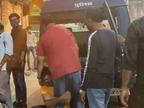 पुलिस ने चालान काटा तो युवकों ने पूछा- इसमें कर्फ्यू तोड़ने की बात कहां है; पुलिस दोनों को घसीटकर थाने ले गई|भिंड,Bhind - Dainik Bhaskar