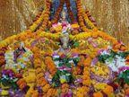 500 सालों बाद जन्मोत्सव पर रामलला संग चारों भइया ने पहना सोने का मुकुट, रामनगरी में भक्तों के आने पर रोक लखनऊ,Lucknow - Dainik Bhaskar