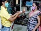 जलगांव में कोरोना को मात देकर हॉस्पिटल से लौटी पत्नी, पति ने आरती कर पत्नी का स्वागत किया|महाराष्ट्र,Maharashtra - Dainik Bhaskar