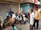 जनता कर्फ्यू तोड़ने वालों को मारते रहे लात, 500 मीटर तक मेंढ़क बनाकर बैंड-बाजे पर निकाला जुलूस|मध्य प्रदेश,Madhya Pradesh - Dainik Bhaskar