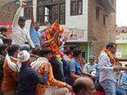 मां बनी प्रधान तो बेटे ने निकाला विजय जुलूस, पुलिस पहुंची तो समर्थक हुए बेलगाम, किया हमला|कानपुर,Kanpur - Dainik Bhaskar