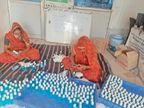 साबुन, सर्फ, मास्क और सैनिटाइजर का निर्माण कर रहा 100 से अधिक महिलाओं का समूह, इंदौर भोपाल, अहमदाबाद से मंगाते हैं कच्चा माल, खुद ही ब्रांड एंबेसडर, दाम भी नामी कंपनी से काफी कम|सिरोंज,Sironj - Dainik Bhaskar