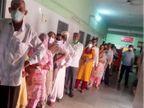 पीलीबंगा में लोगों में वैक्सीनेशन के प्रति उत्साह, केंद्र पर लग रही लंबी कतार, प्रशासन भी कर रहा मोटीवेट|हनुमानगढ़,Hanumangarh - Dainik Bhaskar