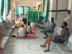 मधेपुरा में अनशन पर बैठे कोविड वार्ड के पेशेंट; साफ़-सफाई की पोल खोली, शिकायत पर पीटे जाने की धमकी भी सुनी|बिहार,Bihar - Dainik Bhaskar