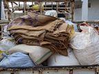 सरकार ने जिन्हें बांटा राशन उन्होंने रुपयों के लालच बेच दिया, दो मकानों में छापा मारकर 78 क्विंंटल चावल अफसरों ने किया बरामद|रायपुर,Raipur - Dainik Bhaskar