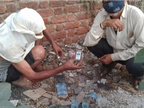 ब्लैक में महंगी बिक रही देसी शराब, इसलिए सैनिटाइजर ही पीने लगे, 40 रुपए की बाॅटल में 2 क्वार्टर का नशा|सागर,Sagar - Dainik Bhaskar