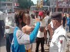 बिना मास्क के जा रहे बाइक सवारों को रोका, हेलमेट से हमला; महिला कांस्टेबल, होमगार्ड घायल राजस्थान,Rajasthan - Dainik Bhaskar