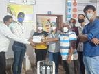 जनसहयोग से जुटाई राशि से 2 ऑक्सीजन कन्संट्रेटर मशीनें खरीदकर CHC को सौंपी, 2 कन्संट्रेटर मशीने व 20 ऑक्सीजन सिलेंडर और सौंपेंगे|नागौर,Nagaur - Dainik Bhaskar