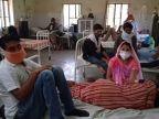 कोरोना वार्ड के हाल बदहाल, जगह जगह पड़े हैं यूज किये ग्लव्स और मास्क, गंदगी के ढेर लगे; कोरोना मरीजों के साथ ठहरे उनके परिजन सवाई माधोपुर,Sawai Madhopur - Dainik Bhaskar