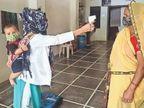मां है इसलिए 8 महीने की बेटी काे पीठ पर लेकर काेराेना से जनसुरक्षा का भी जिम्मा निभा रहीं सुमन|भीलवाड़ा,Bhilwara - Dainik Bhaskar