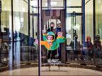 रूस में सेरेब्रल पाल्सी पीडि़त बच्चों का स्काइडाइविंग के जरिए इलाज किया जा रहा, सफलता भी मिल रही विदेश,International - Money Bhaskar