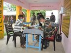 कोरोना में मदद के लिए मूरतगंज का गांव गोद लिया, कैंप लगाकर शुरू की जांच, दवा भी बांट रहे|उत्तरप्रदेश,Uttar Pradesh - Dainik Bhaskar