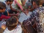 लॉकडाउन है...यहां सुबह से ही खेतों में सज जाती है जुआ खेलने की महफिल, 1000, 2000 और पांच हजार तक के लगते हैं दांव|उत्तरप्रदेश,Uttar Pradesh - Dainik Bhaskar