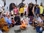 हाथरस में काली पट्टी बांध कर किसानों ने किया बुद्धि शुद्धि यज्ञ, बिजनौर में फूंका गया केंद्र सरकार का पुतला|आगरा,Agra - Dainik Bhaskar
