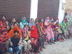 आगरा में तीन माह से जलभराव से जूझ रही महिलाओं ने किया प्रदर्शन; घरों में तीन फिट तक भरा पानी|आगरा,Agra - Dainik Bhaskar