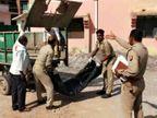 दिल्ली से लौटा व्यक्ति तो परिवार ने घर में घुसने नहीं दिया, अस्पताल में मौत; पुलिस ने कचरा गाड़ी से पोस्टमार्टम के लिए भेजा शव|झांसी,Jhansi - Dainik Bhaskar