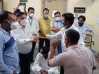 कांग्रेस पर आरोप, वीआईपी लोगों का लगा रही वैक्सीन, सरकार राजनीति से बाज आए, CMHO ऑफिस में देर रात तक धरना|बाड़मेर,Barmer - Dainik Bhaskar