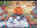 गैर दिलाएंगे मोक्ष,14 लावारिश अस्थियां, 205 दिवंगतों की राख लेकर प्रयागराज के लिए रवाना हुए शहर के 4 समाजसेवी|विदिशा,Vidisha - Dainik Bhaskar