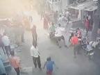 रतलाम के ईश्वरनगर में बाइक टकराने का विवाद बढ़ा, दोनों पक्षों में पत्थरबाजी हुई, कुछ लोगों ने तलवारें भांजी रतलाम,Ratlam - Dainik Bhaskar
