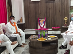 RSS और BJP नेताओं के घर संवेदनाएं जताने पहुंचे, पूर्व MLA से बोले- जुड़े रहें.. बहुत अच्छा होगा भिंड,Bhind - Dainik Bhaskar