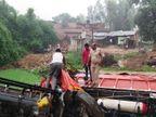 खड़ी डीसीएम में पीछे से आ रही तेज रफ्तार डीसीएम ने मारी टक्कर, दोनों वाहन सहित तीन लोगतालाब में जा गिरे, दो घायल|अयोध्या,Ayodhya - Dainik Bhaskar