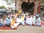 आगरा में 'आप' ने डॉ. अरिंजय जैन पर हत्या का केस दर्ज कराने के लिए धरना शुरू किया, MP संजय सिंह भी पहुंचेंगे|आगरा,Agra - Dainik Bhaskar
