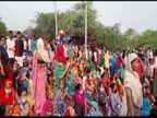 अवैध रूप से बसे लोगों को हटाने के लिए कॉलोनी में बिजली व पानी की सप्लाई की जा रही बंद, स्थानीय लोगों ने लगाया जाम|फरीदाबाद,Faridabad - Dainik Bhaskar