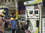 उदयपुर में शतक के बाद भी नहीं रुक रही पेट्रोल-डीजल की बढ़ती कीमत, अब एक लीटर पेट्रोल 103.24 रुपए प्रति लीटर, कांग्रेस करेगी प्रदर्शन|उदयपुर,Udaipur - Dainik Bhaskar