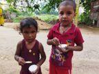बक्सर के सोमेश्वर स्थान मोहल्ले में भटक रहे हैं 2 मासूम, परिजनों की है तलाश, लोगों ने पुलिस को दी सूचना|बिहार,Bihar - Dainik Bhaskar