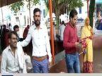 उधार पैसे मांगकर बीमार पत्नी का इलाज कराने ले जा रहे थे जिला अस्पताल; पीछे से तेज रफ्तार ट्रक ने मार दी टक्कर|गुना,Guna - Money Bhaskar