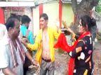 झांसी में बीच सड़क पर महिलाओं ने युवक को थप्पड़ और चप्पलों से पीटा, महिला के पैर पर चढ़ा दी थी बाइक झांसी,Jhansi - Money Bhaskar