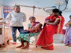 बेड व फर्श फुल; मां की गोद में मासूमों का इलाज, सिर्फ एक नर्स कर रही देखरेख, बच्चों को परिजन लगा रहे नेबुलाइजर अंबिकापुर,Ambikapur - Money Bhaskar