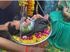 ढोल-ताशे के साथ घर लाए, रास्ते में फूल बिछाए, तुलादान कराया; कभी चंबल में बच्ची की किलकारी पर छा जाती थी खामोशी भिंड,Bhind - Money Bhaskar