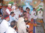 इंदौर में परंपरानुसार पूरे विधि-विधान से किया शस्त्र पूजन, कलाकारों का तिलक लगाकर किया सम्मान|इंदौर,Indore - Money Bhaskar