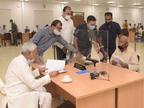 गोपालगंज से जनता दरबार में पहुंचे रिटायर्ड शिक्षक ने CM के सामने रख दी अजीबोगरीब मांग, सुनकर नीतीश कुमार हंसने लगे|बिहार,Bihar - Money Bhaskar