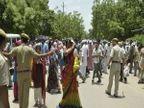 लैंगिक शोषणाचे आरोपी आसाराम म्हणाले- मी दररोज योगा करतो; समर्थकांनी रस्त्यातच घातले लोटांगण| - Divya Marathi