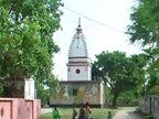 UP मध्ये प्रेमी युगुलाला काळे फासून गावात फिरवले, MLA च्या मुलाचा प्रताप  - Divya Marathi